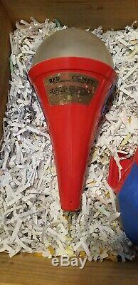 Red comet The original fire extinguisher For manual use throw to splash